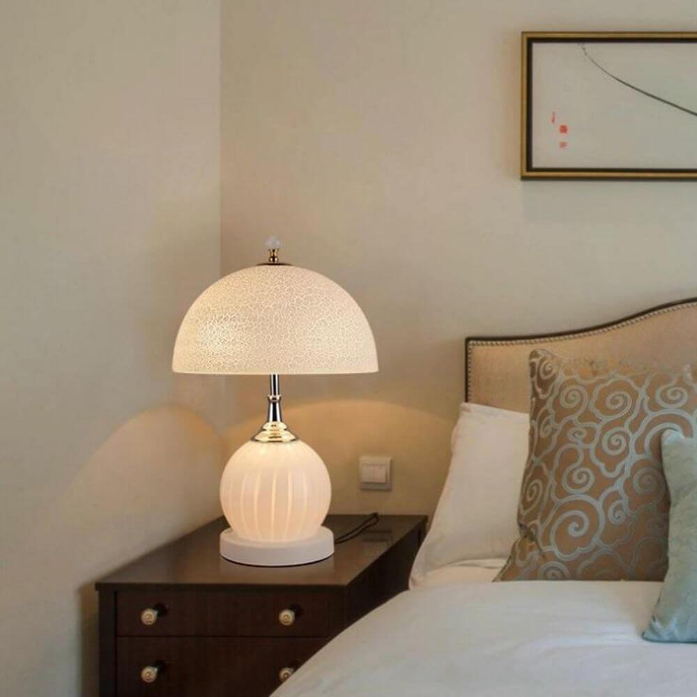 bedroom-wihte-table-light